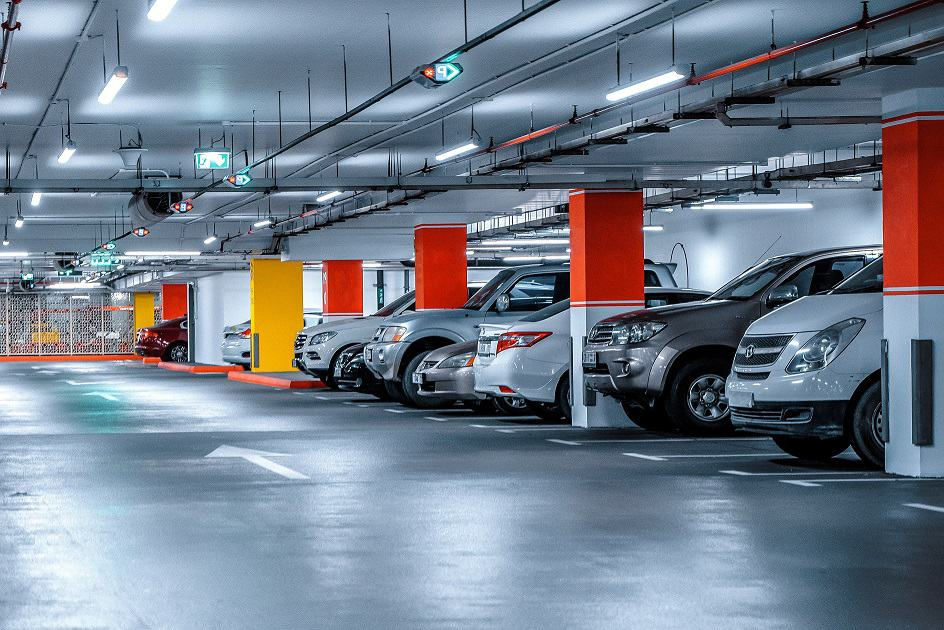 Parking Lot Light Bulb Replacement Service